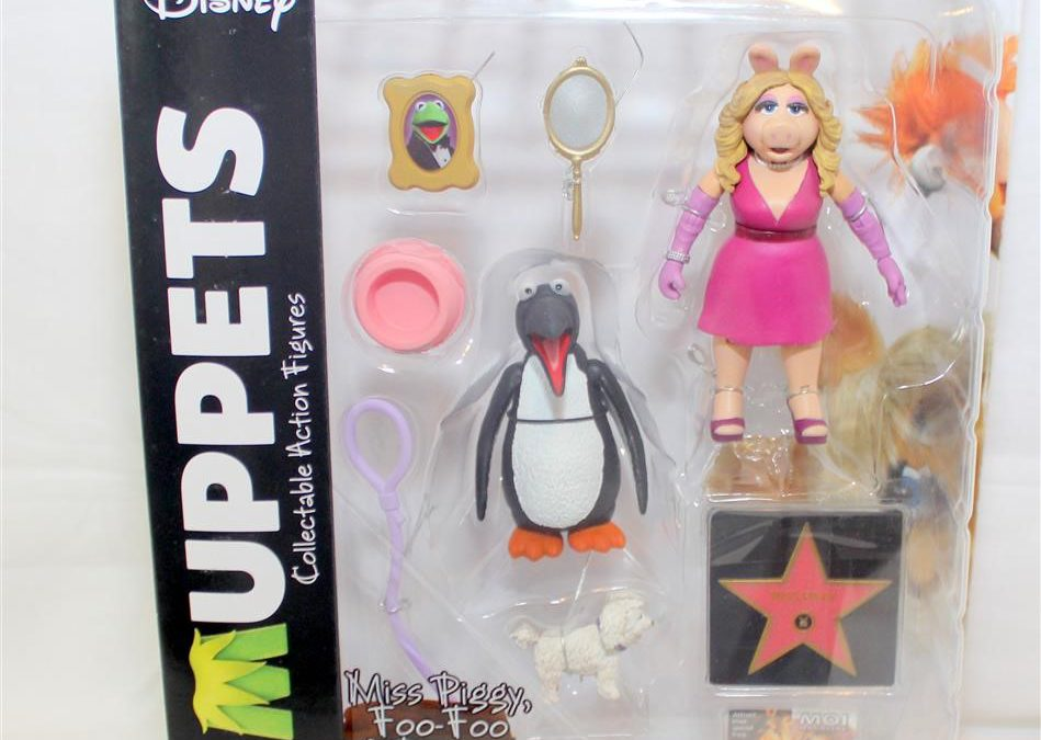Magic Box: Muppets Select Series 3 Miss Piggy Foo-Foo and Penguin